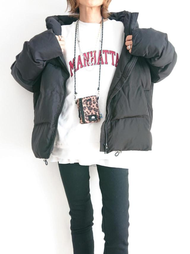 画像: 【coen】USAコットンカレッジプリントクルーネックスウェット ¥4,400(税込) 【Lee】ストレッチジェギンス ¥8,250(税込) 【LVEU.】Eco down jacket ¥13,200(税込) 出典:WEAR
