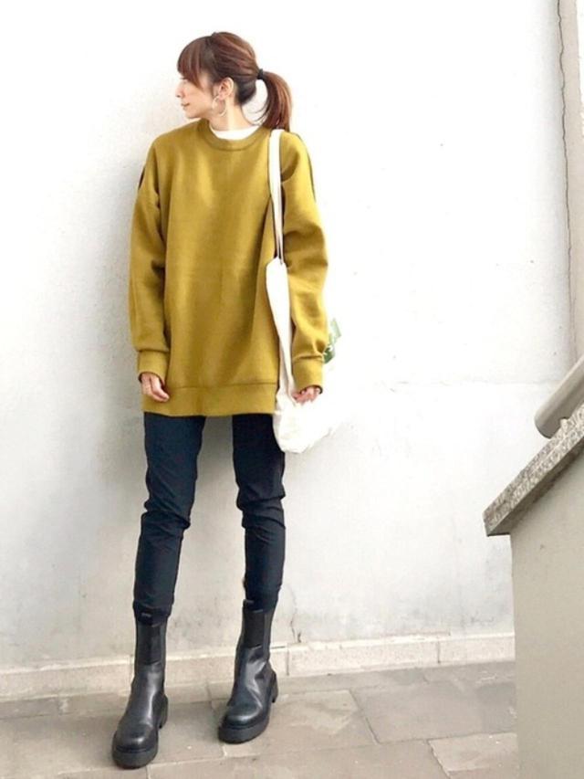 画像: 【H&M】ブーツ平均価格 ¥6,000~ 【CIENA】オーバーサイズリバーシブルスウェットニット ¥5,390(税込) 出典:WEAR