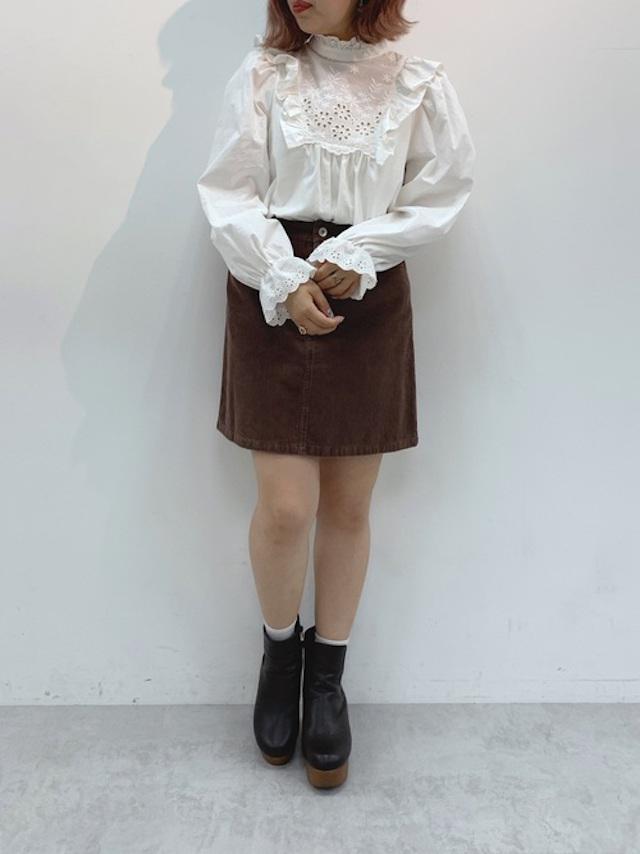 画像: 【one after another NICE CLAUP】シャツ ¥4,950(税込)スカート¥4,290(税込)ブーツ¥7,590(税込) 出典:WEAR