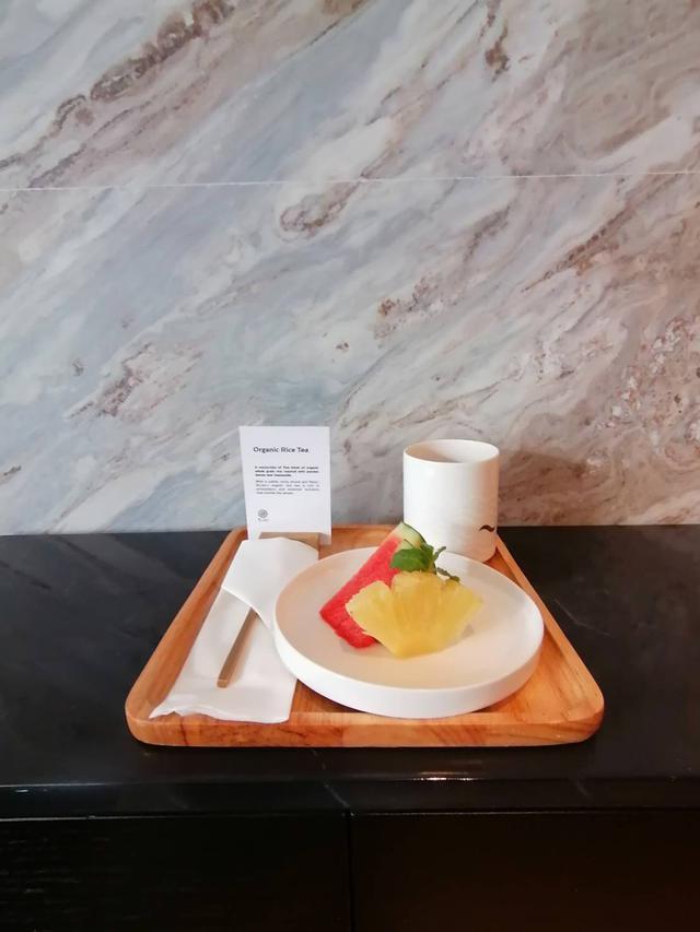 画像: リフレッシュメントのフルーツとサスティナブルなお茶
