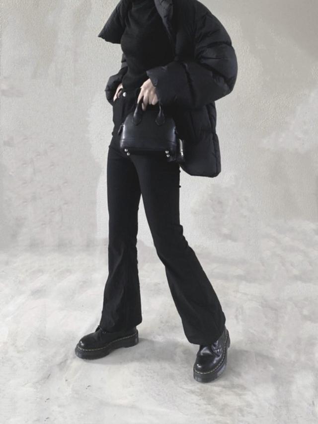 画像: 【GRL】パンツ¥2,138(税込)【Dr.Martens】ブーツ¥35,200(税込)【UNIQLO】ジャケット¥4,389(税込) 出典:WEAR