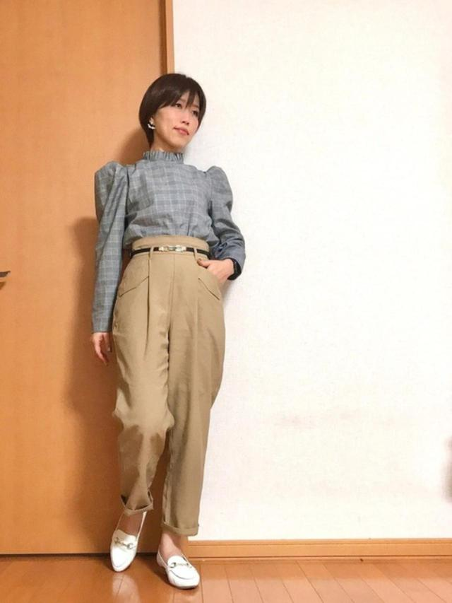 画像: 【ZARA】ブラウス平均価格¥5,000~【GU】パンツ¥2,189(税込)【JELLY BEANS】靴¥7,480(税込) 出典:WEAR