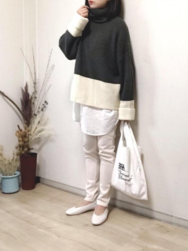 画像: 【SHEER flow】ニット¥8,800(税込)【LEPSIM】パンプス¥4,400(税込)【Traditional Weatherwear】エコバッグ¥2,970(税込) 出典:WEAR