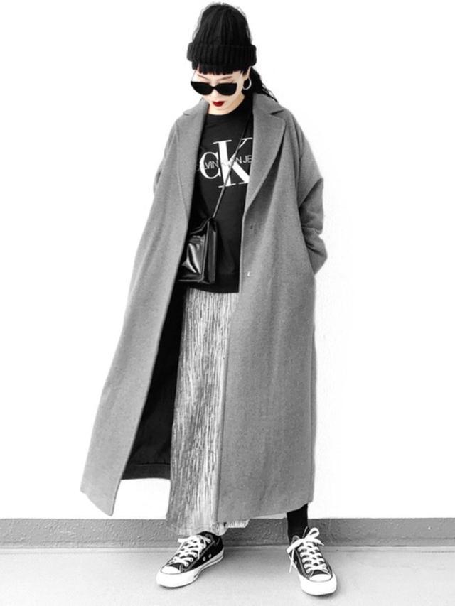 画像: 【Calvin Klein】スウェット¥15,180(税込)【LVEU.】コート¥19,800(税込) バッグ¥5,500(税込) 出典:WEAR