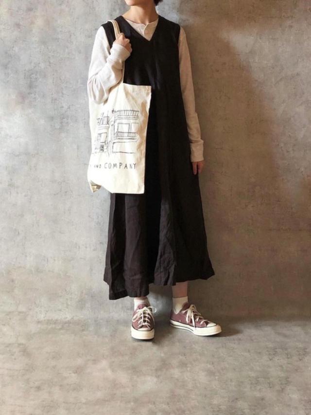 画像: 【無印良品】ワンピース¥4,990(税込)【Healthknit】Tシャツ¥2,750(税込)【CONVERSE】靴平均価格¥7,000~ 出典:WEAR