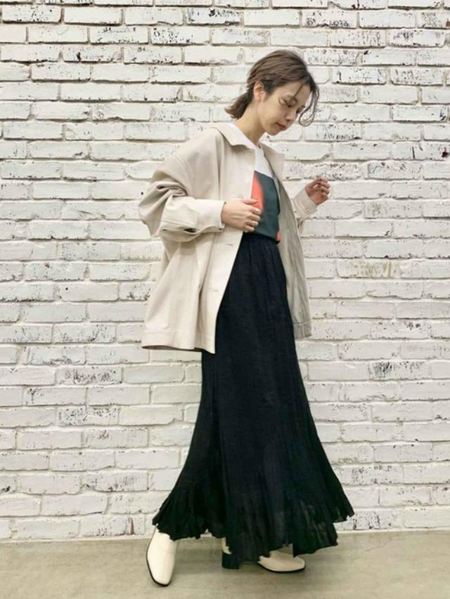 画像: 【Kastane】Tシャツ¥5,280(税込) ジャケット¥8,690(税込) スカート¥6,490(税込) ブーツ¥8,690(税込) 出典:WEAR