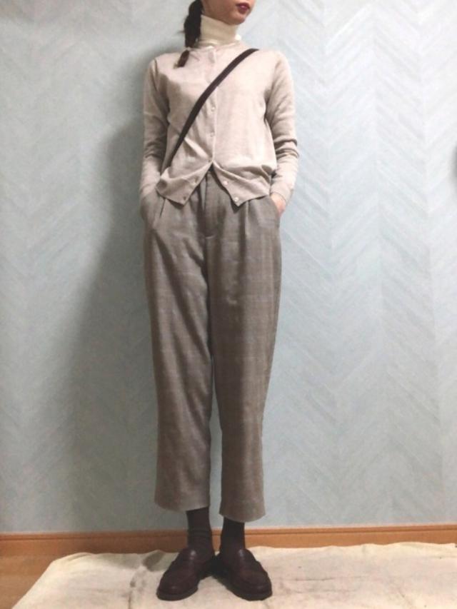 画像: 【無印良品】カーディガン¥3,990(税込)【GU】パンツ平均価格¥390〜(税込) 出典:WEAR