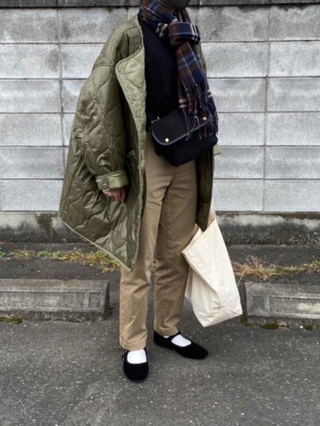 画像: 【無印良品】チノパンツ平均価格 ¥3,000~ 【FREAK'S STORE】M65ライナーキルトコート ¥6,996(税込) 【niko and...】オリジナルカンフーシューズ ¥4,290(税込) 【L.L.Bean】グローサリー・トート ¥2,640(税込) 出典:WEAR
