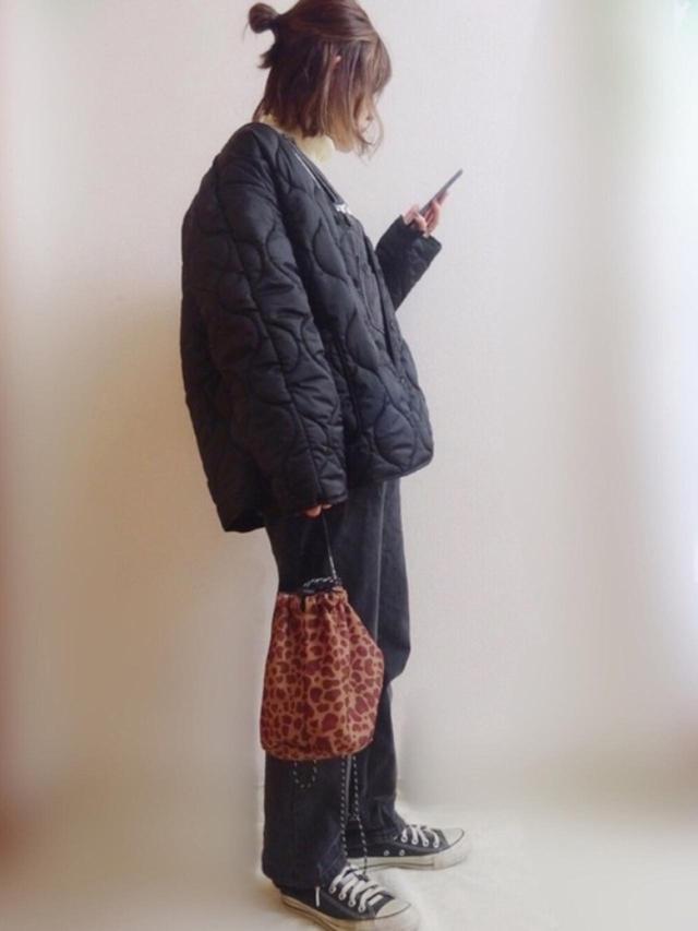 画像: 【URBAN RESEARCH Sonny Label】ライナー付きメルトンジャージVネックコート ¥14,300(税込) 【niko and...】オリジナルCORDURA巾着バッグ ¥3,190(税込) 出典:WEAR