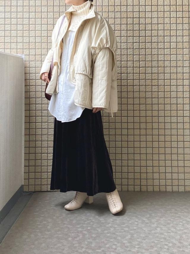画像: 【select MOCA】アウター¥10,780(税込)【ZARA】ニット平均価格¥6,000〜【LOWRYS FARM】シャツ¥4,400(税込)【SENSE OF PLACE by URBAN RESEARCH】スカート¥4,290(税込)【SLY】ブーツ¥13,189(税込) 出典:WEAR