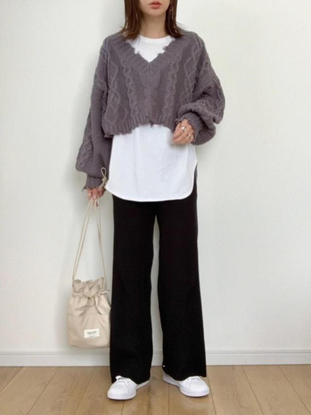 画像: 【UNIQLO】Tシャツ平均価格¥2,000~【apres jour mignon】ニット¥2,595(税込)【adidas】靴¥13,200(税込)【beautiful people】バッグ¥14,300(税込) 出典:WEAR