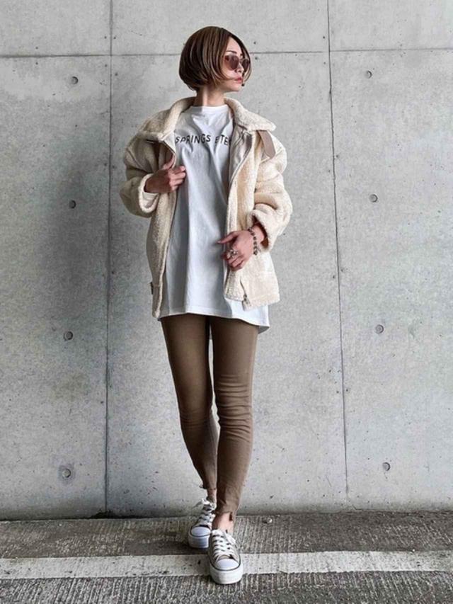 画像: 【primaras】パンツ平均価格¥3,000~【BASQUE magenta】Tシャツ¥2,995(税込)【Shoes in Closet】靴¥3,035(税込) 出典:WEAR