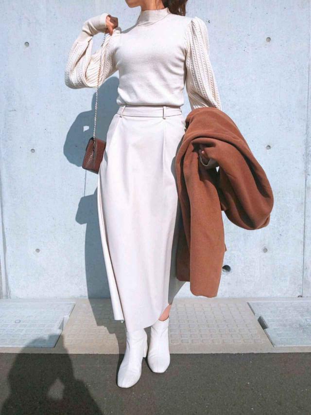 画像: 【GU】レザースカート【fifth】ケーブル編みボリュームスリーブニット¥6,479 (税込み) 出典:WEAR