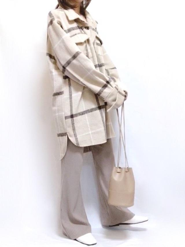 画像: 【fifth】シャツジャケット¥4,829(税込)【and Me】パンツ¥1,890(税込)【DHOLIC】ショルダーバッグ¥2,992(税込) 出典:WEAR
