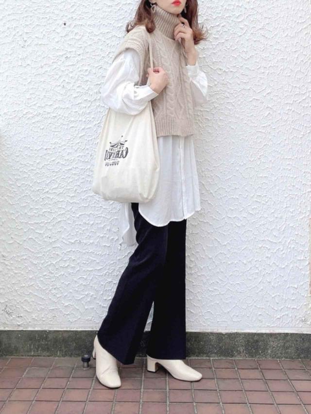 画像: 【Crisp】シャツ¥6,050(税込)ニット¥6,050(税込)【GU】パンツ平均価格¥2,000~【DHOLIC】ブーツ¥5,588(税込) 出典:WEAR