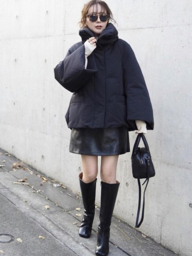 画像: 【UNIQLO】ハイブリッドダウンジャケット【Heather】アソートダイケイミニスカート¥4,950(税込み)【LAULEN】ロングブーツ¥12,900(税込み) 出典:WEAR