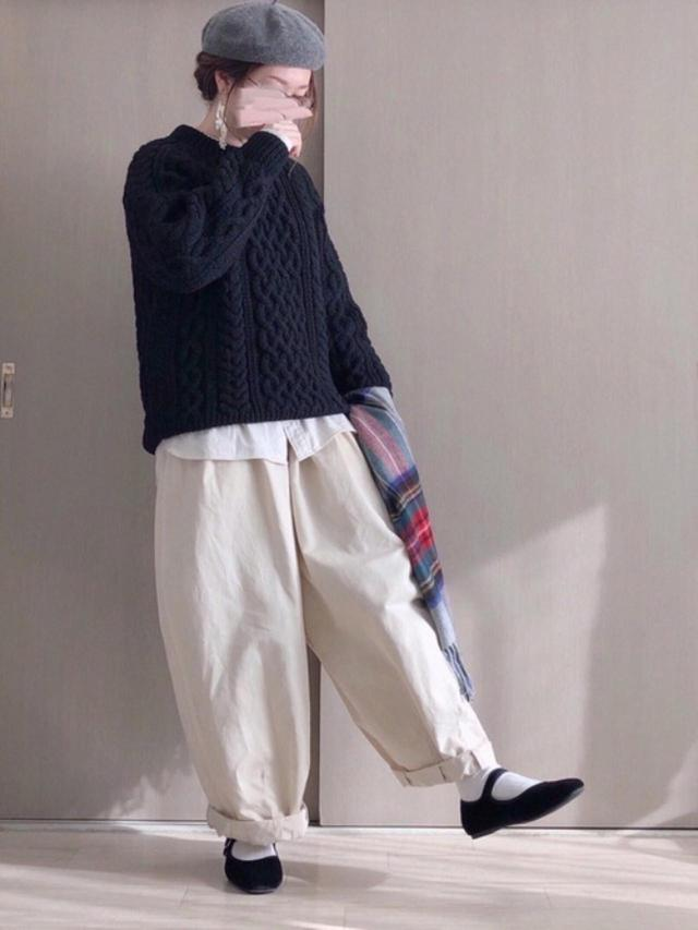 画像: 【ユニクロ】フランネルスタンドカラーシャツ ¥2,189(税込) 【INVERALLAN】Crewneck Sweater ¥66,239(税込) 【HARVESTY】CHINO CIRCUS PANTS ¥17,380(税込) 【TWEED MILL】Lambswool Knee Rug     ¥10,780(税込) 出典:WEAR