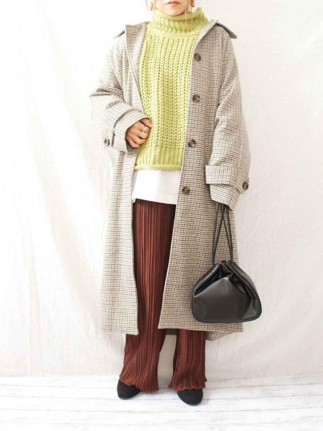 画像: 【しまむら】スカート ファーバッグ ボーダー柄ハイネックニット 出典:WEAR