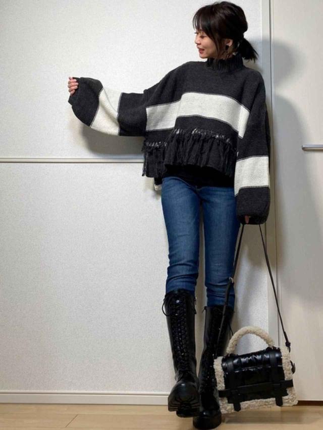 画像: 【PLST】デニムパンツ¥8,690(税込)【ZARA】ブーツ平均価格¥12,000~【Happy John】ニット¥6,600(税込) 出典:WEAR