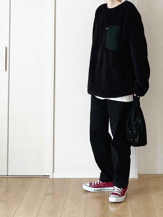 画像: 【ユニクロ】ファーフリースプルオーバー¥1,290(税抜)【CONVERSE】スニーカー¥6,380(税込) 出典:WEAR