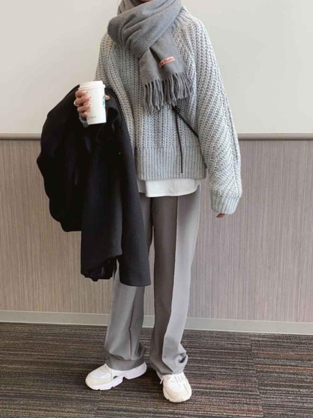 画像: 【ZARA】パンツ平均価格 ¥5,000~ 【H&M】ニット平均価格 ¥3,000~ 【Acne Studios】ストール平均価格 ¥22,000~ 出典:WEAR