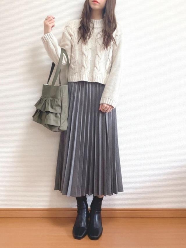 画像: 【GU】ニット平均価格¥2,189~【any Fam】スカート平均価格¥5,995~【ORiental TRaffic】ブーツ¥7,590(税込)【参考商品】バッグ 出典:WEAR