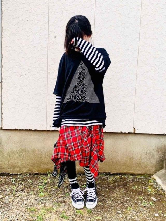 画像: 【無印良品】Tシャツ¥1,990(税込)【CONVERSE】靴¥17,600(税込) 出典:WEAR
