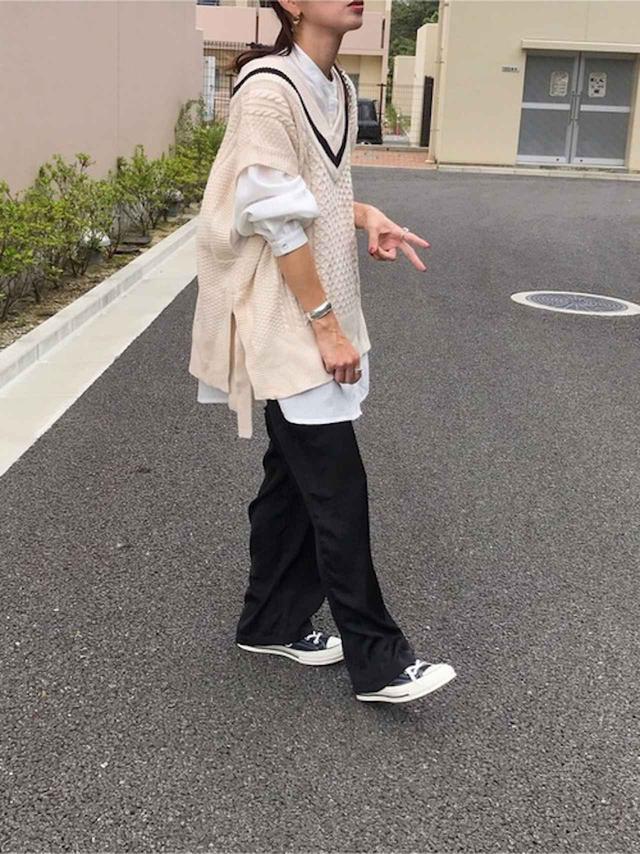 画像: 【haco!】ニットベスト¥4,930(税込)【antiqua】シャツ平均価格¥3,960〜パンツ平均価格¥2,970〜【CONVERSE】スニーカー平均価格¥4,378〜 出典:WEAR
