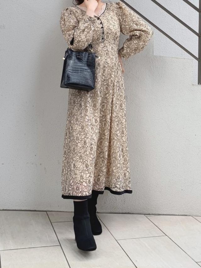 画像: 【natural couture】ワンピース¥6,490(税込)バッグ¥3,850(税込)ブーツ¥6,490(税込) 出典:WEAR