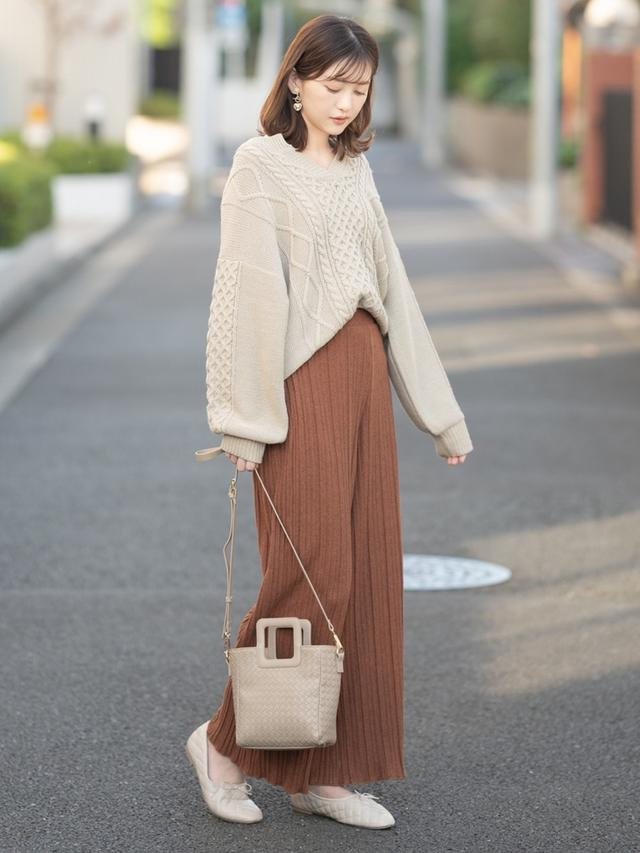 画像: 【しまむら】ニット平均価格¥1,419~パンツ平均価格¥1,419~バッグ平均価格¥1,969~シューズ平均価格¥1,969~ 出典:WEAR