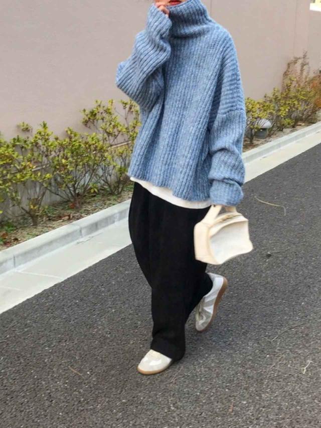 画像: 【CANAL JEAN】ニット¥12,650(税込)【Maison Margiela】スニーカー¥64,900(税込)【参考商品】カットソー、パンツ、バッグ 出典:WEAR
