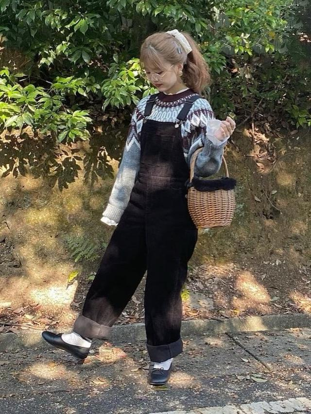 画像: 【GU】セーター平均価格¥2,189~【WEGO】オーバーオール¥4,399(税込) 出典:WEAR