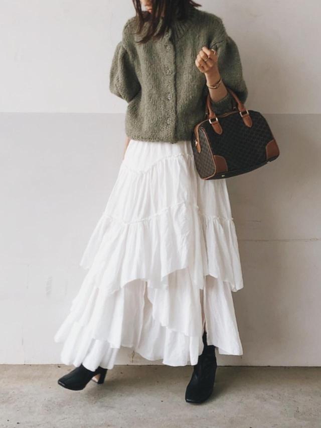 画像: 【ZARA】ニットカーディガン平均価格 ¥5,000(税込) 【CASA FLINE】コットンティアードスカート ¥36,300(税込) 出典:WEAR