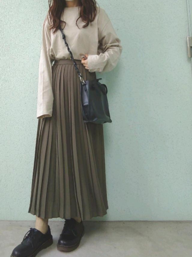 画像: 【ユニクロ】シフォンプリーツロングスカート¥1,990(税抜)【SVEC】シューズ¥3,564(税込) 出典:WEAR