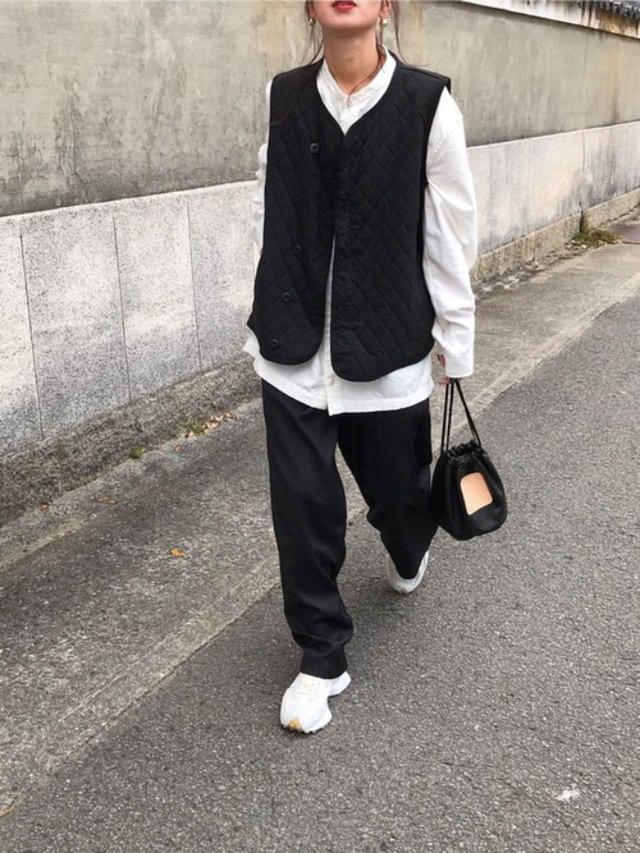 画像: 【無印良品】新疆綿フランネルスタンドカラーシャツ ¥1,990(税込) 【neu-tre】ライナーベスト ¥8,690(税込) 【SCYE BASICS】Soft Leather Drawstring Bag ¥20,900(税込) 出典:WEAR