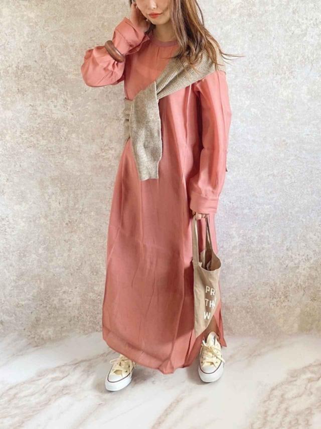 画像: 【Aunt Marie's】ワンピース¥4,290(税込)【ANDJ】ストール¥1,958(税込)【CANAL JEAN】バッグ¥3,960(税込)【CONVERSE】靴¥6,380(税込) 出典:WEAR