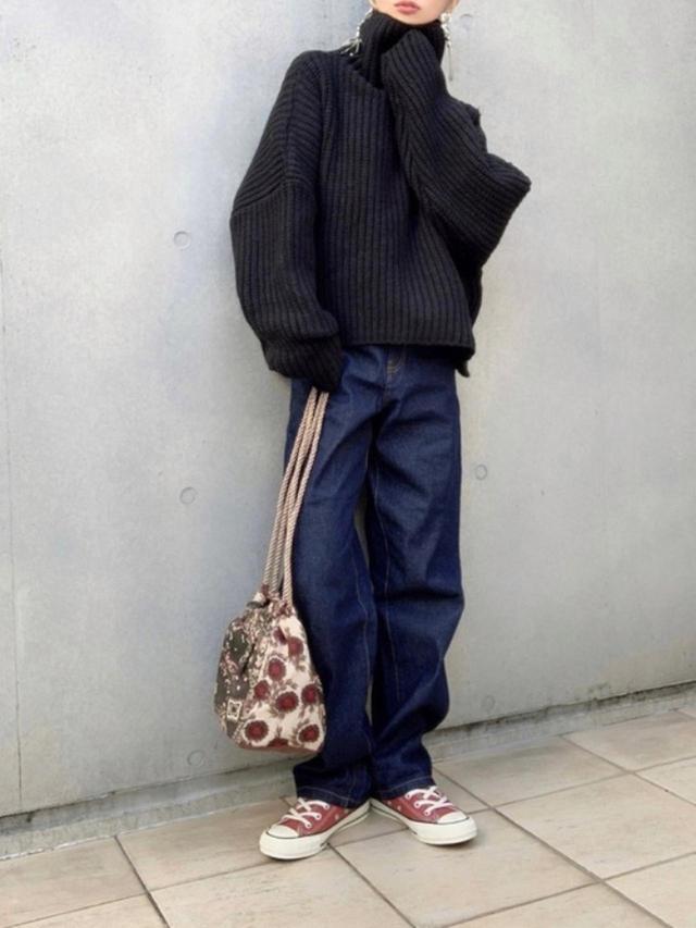 画像: 【ap retro】デニムパンツ¥3,995(税込)【CONVERSE】靴¥7,700(税込)【DONOBAN】バッグ¥2,750(税込) 出典:WEAR