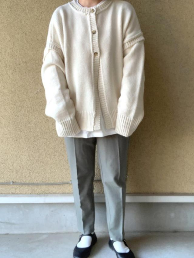 画像: 【GU】パンツ平均価格¥1,000~【moment+】ニット¥4,580(税込)【tiptop】Tシャツ¥2,970(税込)【Vivian】靴¥2,200(税込) 出典:WEAR