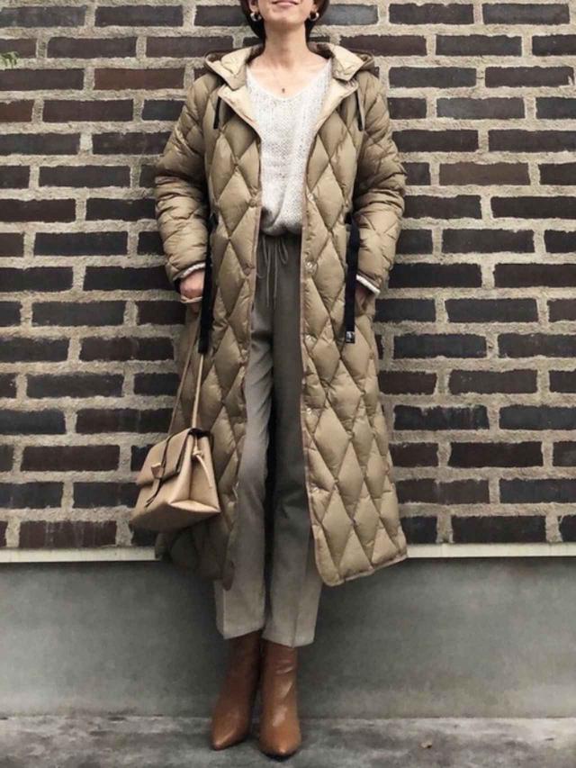 画像: 【ZARA】ダウンジャケット¥14,990(税込)【dholic】ニット平均価格¥2,500~ブーツ平均価格¥3,900【しまむら】パンツ平均価格¥1,900~ 出典:WEAR
