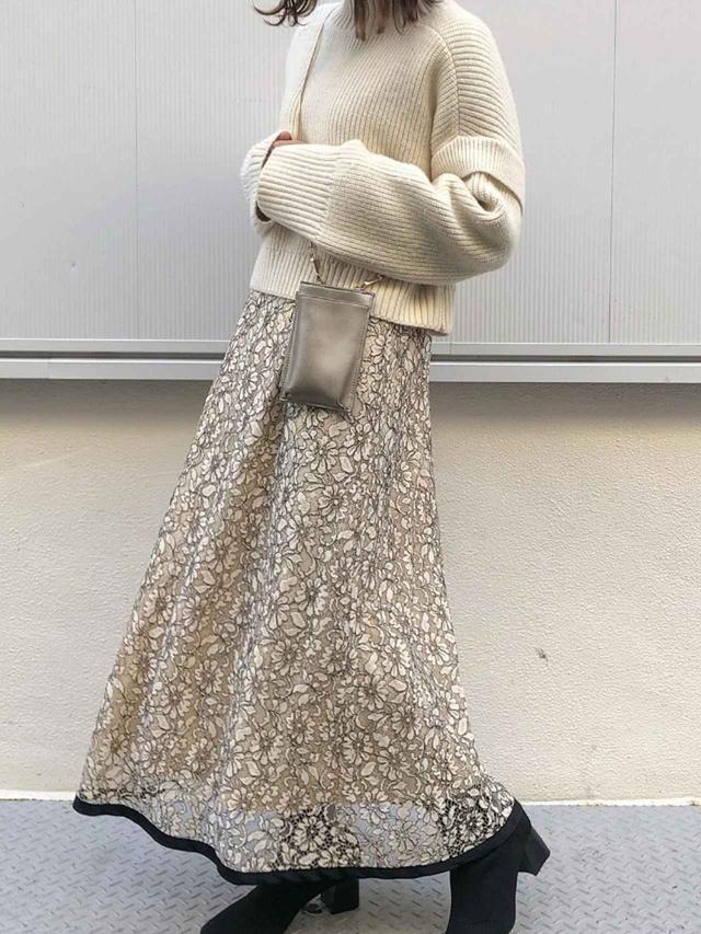 画像: 【natural couture】ワンピース¥6,490(税込)ニット¥5,390(税込)ブーツ¥6,490(税込) 出典:WEAR
