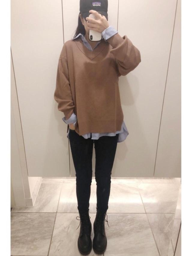 画像: 【GU】ニット平均価格¥1,500~【Heather】デニムパンツ¥6,600(税込) 出典:WEAR