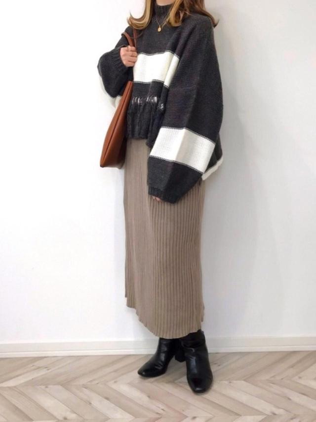 画像: 【HAPPY John】ニット¥6,600(税込)【An3pocket】ワンピース¥3,960(税込)【GU】ブーツ平均価格¥2,739(税込) 出典:WEAR