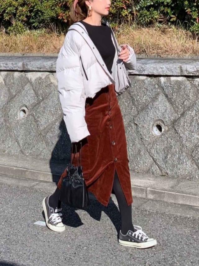 画像: 【KBF】ジャケット¥14,300(税込)【GU】スカート平均価格¥2,189(税込)~ 出典:WEAR