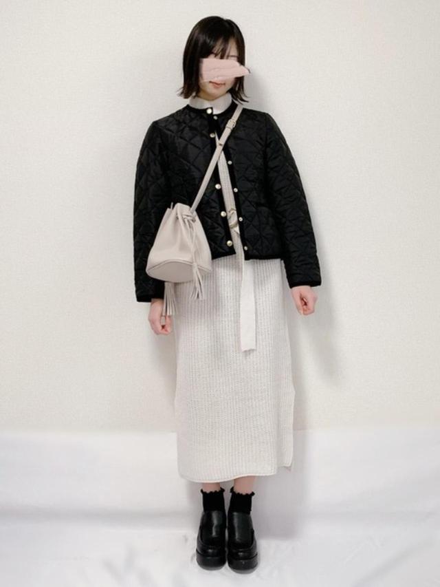 画像: 【Traditional Weatherwear】ジャケット¥25,300(税込)【GRL】ワンピース¥2,851(税込)バッグ¥1,120(税込)ブーツ¥2,138(税込) 出典:WEAR