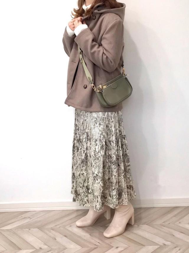 画像: 【2PINK】スカート平均価格¥1,935~【La-gemme】コート¥5,960(税込)【LAC VERT】バッグ¥3,960(税込) 出典:WEAR