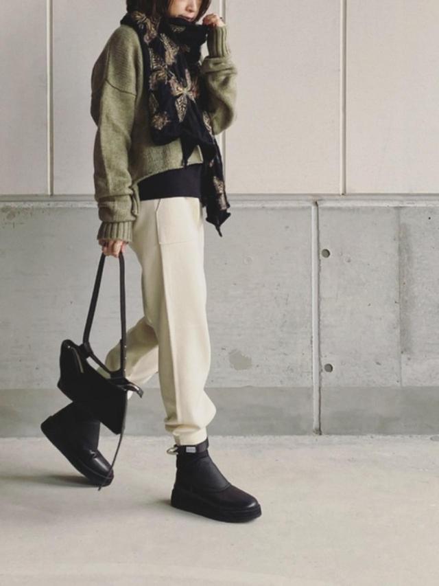 画像: 【ZARA】パンツ平均価格¥3,500~【TOGA PULLA】ブーツ¥39,600(税込) 出典:WEAR