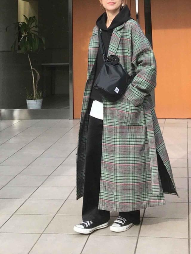 画像: 【GU】パーカー平均価格¥2,000~【CORNERS】コート¥13,200(税込)【Drifter】バッグ¥3,850(税込)【CONVERSE】靴¥4,950(税込) 出典:WEAR