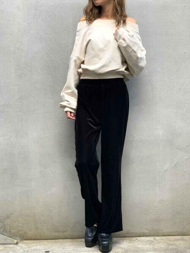 画像: 【Delyle NOIR】スウェット¥5,940(税込) パンツ¥4,950(税込) 靴¥14,080(税込) 出典:WEAR