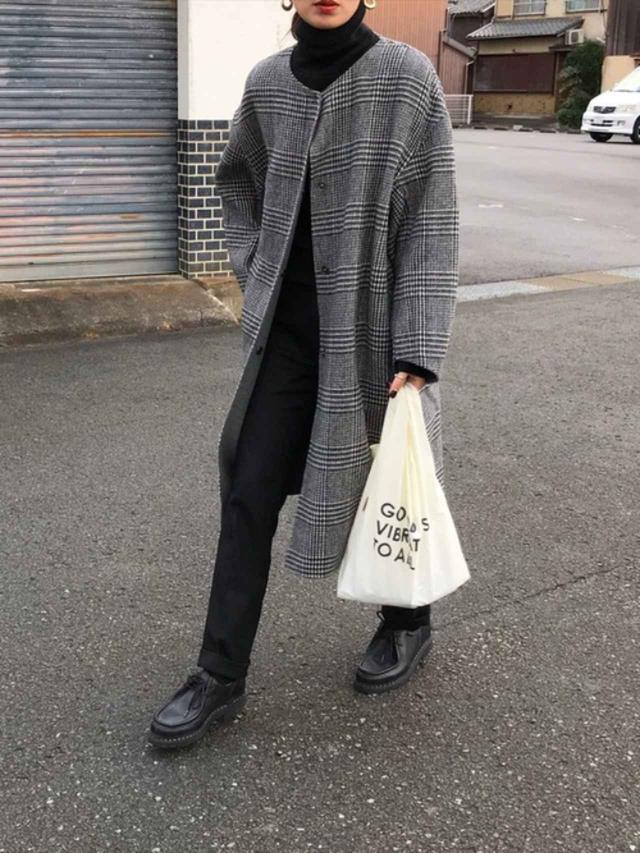 画像: 【UNIQLO】ニット平均価格¥3,000~ パンツ平均価格¥3,000~【OMNES Supremo】コート¥16,500(税込)【Paraboot】靴¥69,300(税込) 出典:WEAR
