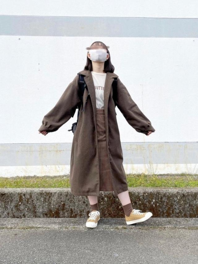 画像: 【無印良品】スニーカー¥2,990(税込)【UNIQLO】スカート¥1,419(税込)【moi tytto】アウター¥6,490(税込) 出典:WEAR